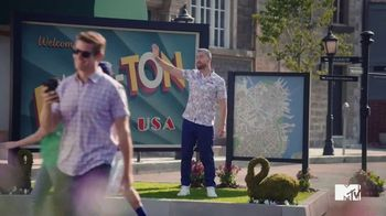 GEICO TV Spot, 'MTV: Welcome to Bass-ton' Featuring Lance Bass - Thumbnail 4