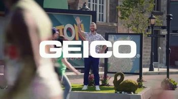 GEICO TV Spot, 'MTV: Welcome to Bass-ton' Featuring Lance Bass - Thumbnail 8