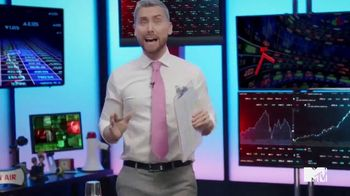 GEICO TV Spot, 'Buy, Buy, Buy' Featuring Lance Bass - Thumbnail 5