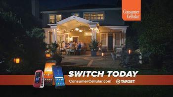 Consumer Cellular TV Spot, 'Sunday Dinner: Pass the Rolls' - Thumbnail 6
