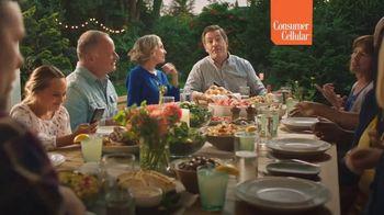Consumer Cellular TV Spot, 'Sunday Dinner: Pass the Rolls' - Thumbnail 3