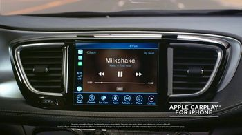 Chrysler Labor Day Sales Event TV Spot, 'Talking Van: Bad Parents' Song by Kelis [T1] - Thumbnail 2