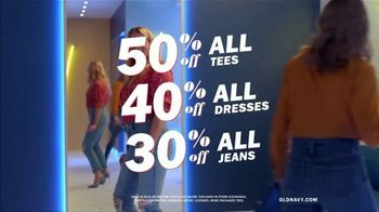 Old Navy High-Rise Slim Straight Jeans TV Spot, 'Tees, Jeans and Dresses' Featuring Busy Philipps - Thumbnail 9