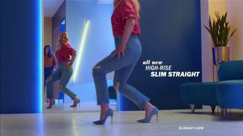Old Navy High-Rise Slim Straight Jeans TV Spot, 'Tees, Jeans and Dresses' Featuring Busy Philipps - Thumbnail 4