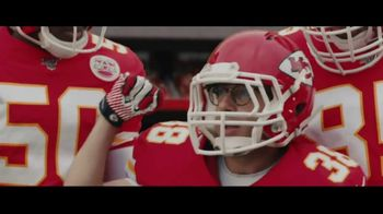 DIRECTV NFL Sunday Ticket TV Spot, 'A Better Way: Team Huddle' Featuring Patrick Mahomes - Thumbnail 3