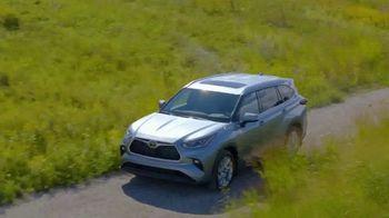 Toyota Fall Savings TV Spot, 'Back in Washington: Highlander' Feat. Danielle Demski, Ethan Erickson [T2] - Thumbnail 2