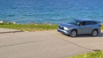Toyota Fall Savings TV Spot, 'Back in Washington: Highlander' Feat. Danielle Demski, Ethan Erickson [T2] - Thumbnail 3