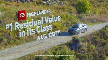 Toyota Fall Savings TV Spot, 'Back in Washington: Highlander' Feat. Danielle Demski, Ethan Erickson [T2] - Thumbnail 6
