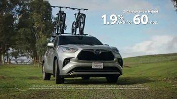 Toyota TV Spot, 'When the Open Road Calls' [T2] - Thumbnail 7