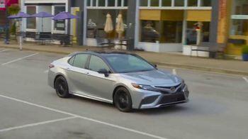 Toyota Fall Savings TV Spot, 'Back in Washington: Camry' Featuring Danielle Demski, Ethan Erickson [T2] - Thumbnail 10