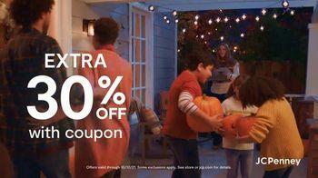 JCPenney Friends & Family Sale TV Spot, '50% Across the Store' - Thumbnail 7