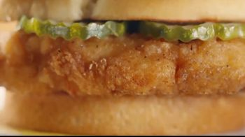 McDonald's Crispy Chicken Sandwich TV Spot, 'Juicy Pickles' Song by Tay Keith - Thumbnail 5