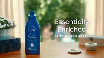 Nivea Essentially Enriched Body Lotion TV Spot, 'Happy Hour'