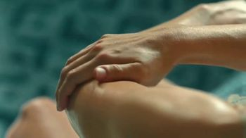 Nivea Essentially Enriched Body Lotion TV Spot, 'Happy Hour' - Thumbnail 7
