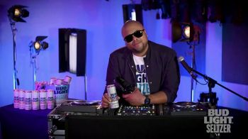 Bud Light Seltzer TV Spot, 'DJ' con Chris Mambo [Spanish]