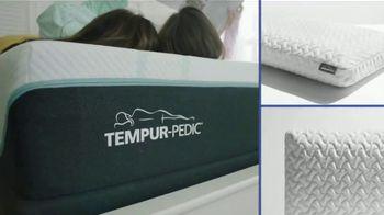 Rooms to Go Labor Day Mattress Sale TV Spot, 'Extended: Tempur-Pedic Mattress, 2 Free Pillows'