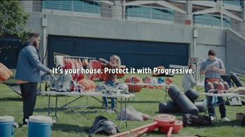 Progressive TV Spot, 'Baker Mayfield Holds a Yard Sale' Featuring Jedrick Wills Jr. - Thumbnail 10