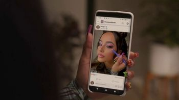 Facebook Groups TV Spot, 'Becky G Takes on Anything' Song by Leikeli47 - Thumbnail 8