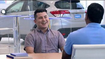 Honda Verano de Ofertas TV Spot, 'Momento de ayuda: sorpresa en el dealership' [Spanish] [T2]