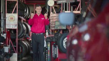 Discount Tire TV Spot, 'Corto tiempo de espera' [Spanish] - Thumbnail 7