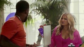 SiriusXM Satellite Radio TV Spot, 'The Gym' Featuring Kevin Hart, Bebe Rexha - Thumbnail 5