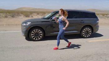 SKECHERS GOWalk 6 TV Spot, 'Salir a caminar' [Spanish] - Thumbnail 2