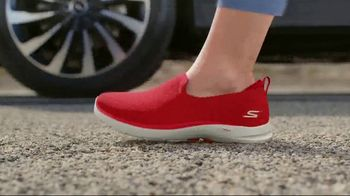 SKECHERS GOWalk 6 TV Spot, 'Salir a caminar' [Spanish] - Thumbnail 4