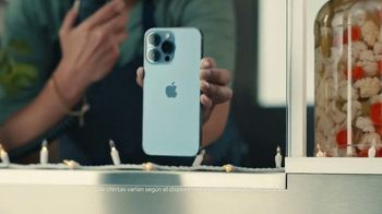 AT&T Wireless TV Spot, 'Todos obtienen ofertas en iPhone' [Spanish] - Thumbnail 5