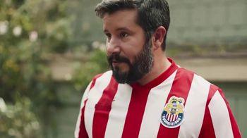 Hyundai Tucson TV Spot, 'Sábado futbolero: A BBQ with rivals' [Spanish] [T1] - Thumbnail 2