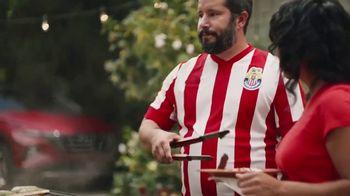 Hyundai Tucson TV Spot, 'Sábado futbolero: A BBQ with rivals' [Spanish] [T1] - Thumbnail 3