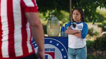 Hyundai Tucson TV Spot, 'Sábado futbolero: When Lemonade Is Not for Sale' [Spanish] [T1] - Thumbnail 2