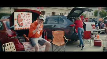 Taco Bell Crispy Chicken Sandwich Taco TV Spot, 'Taco vs. Sandwich Rivalry' - Thumbnail 1