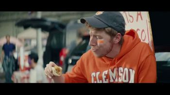 Taco Bell Crispy Chicken Sandwich Taco TV Spot, 'Taco vs. Sandwich Rivalry' - Thumbnail 2