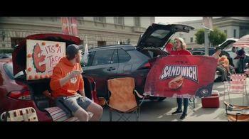 Taco Bell Crispy Chicken Sandwich Taco TV Spot, 'Taco vs. Sandwich Rivalry' - Thumbnail 3