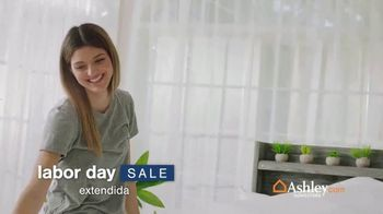Ashley HomeStore Labor Day Sale TV Spot, 'Colchónes Tempur-Pedic por $700 dólares: extendida' [Spanish]