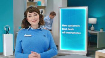 AT&T Wireless TV Spot, 'Lily Rotating Sign + Samsung Galaxy Z Fold3 5G' - Thumbnail 2