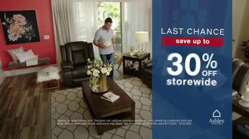 Ashley HomeStore Labor Day Sale TV Spot, 'Ends Monday: 30% Off, Queen Bed and 0% Interest' - Thumbnail 4