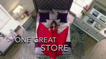 Rooms to Go TV Spot, 'Two Collections' Featuring Cindy Crawford, Sofia Vergara, Song by Pitbull - Thumbnail 7