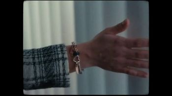 Pandora TV Spot, 'Wear It Your Way: Free Bracelet' Song by The Smocks - Thumbnail 3