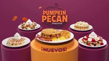 Denny's Pumpkin Pecan Pancakes TV Spot, 'Como un día de otoño' [Spanish]