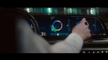 Cadillac LYRIQ TV Spot, 'Iluminando el camino' canción de DJ Shadow, Run the Jewels [Spanish] [T1] - Thumbnail 4