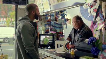 Miller Lite TV Spot, 'Bodega' con J Balvin [Spanish] - Thumbnail 4