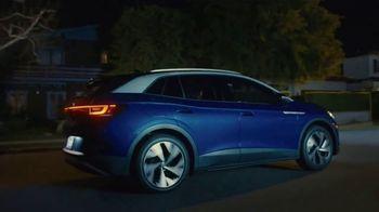 Volkswagen ID.4 TV Spot, 'Adventure Lifestyle' Featuring Tanner Foust [T1] - Thumbnail 9