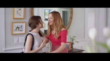 Jergens Ultra Healing TV Spot, 'Old Man Elbows: Citrus Body Butter' Featuring Leslie Mann, Maude Apatow
