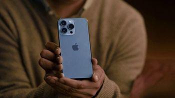 T-Mobile TV Spot, 'Propuesta: iPhone para siempre' canción de Magneto [Spanish] - Thumbnail 3