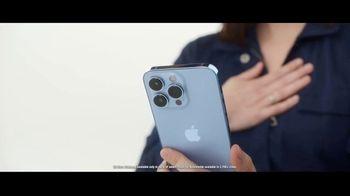 Verizon TV Spot, 'iPhone 13 Pro: Every Sister' Featuring Kate McKinnon - Thumbnail 2