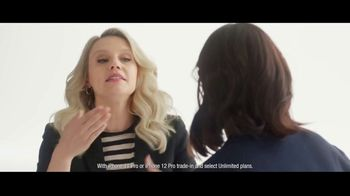 Verizon TV Spot, 'iPhone 13 Pro: Every Sister' Featuring Kate McKinnon - Thumbnail 3