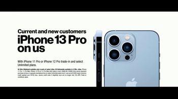Verizon TV Spot, 'iPhone 13 Pro: Every Sister' Featuring Kate McKinnon - Thumbnail 7