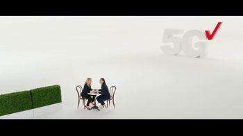 Verizon TV Spot, 'iPhone 13 Pro: Every Sister' Featuring Kate McKinnon - Thumbnail 8