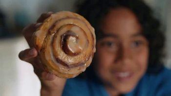 Pillsbury Grands! Cinnabon Cinnamon Rolls TV Spot, 'Magic Show'